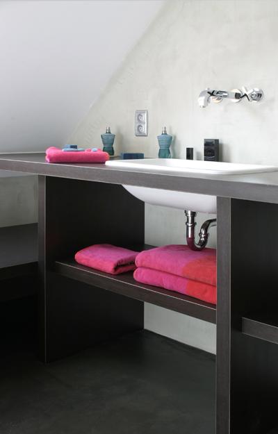 Cacher des tuyaux salle de bains for Cache tuyaux salle de bain