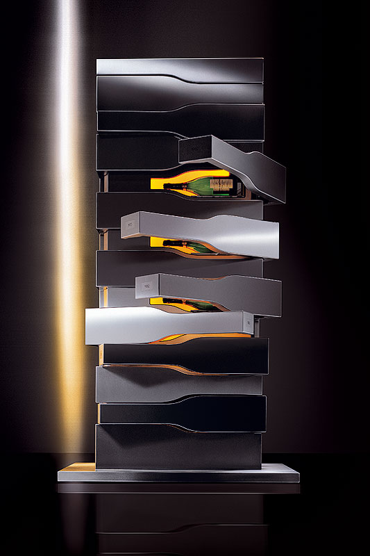 Cave vins vertical limit by porsche design for Cuisine porsche design