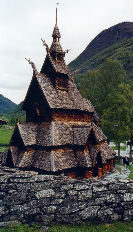 stavkirker ou eglise en bois debout de Borgund, Norvege, une des plus fameuses et anciennes