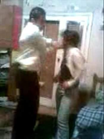 بالصور والفيديوجريمه جديده ضابط مصري يجبر فتاه كامل ملابسها