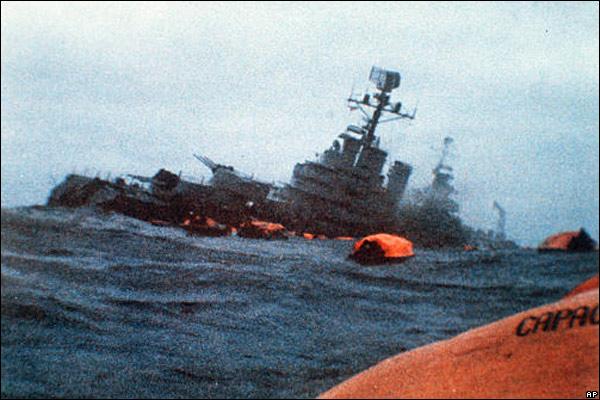 le croiseur argentin Belgrano est coulé par un sous-marin anglais