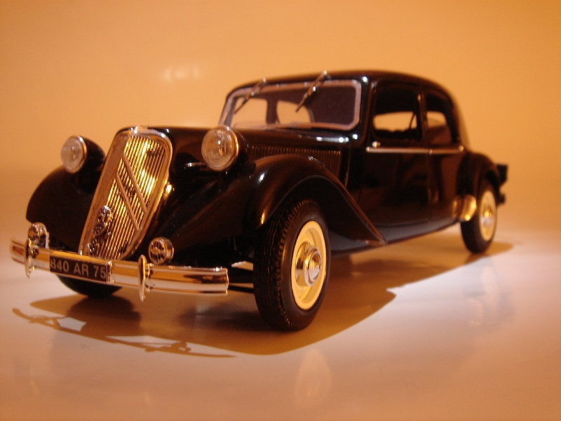 Citro n 15six traction avant heller 1 24 for Moquette route voiture