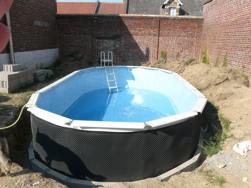 J 39 enterre ma piscine hors sol piscines r alisations photos explications chantiers en cours for Piscine hors sol metal