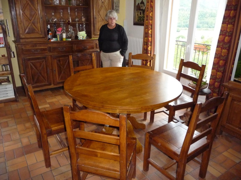 Table de defonceuse fabrication d 39 une table ronde page 3 for Petite table pour manger