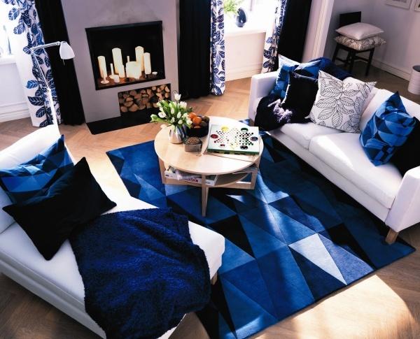 Un s jour dans les tons bleus id es canap et buffet for Deco sejour bleu